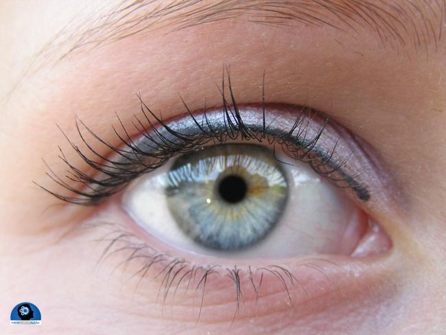 تغییر رنگ چشم بانمک